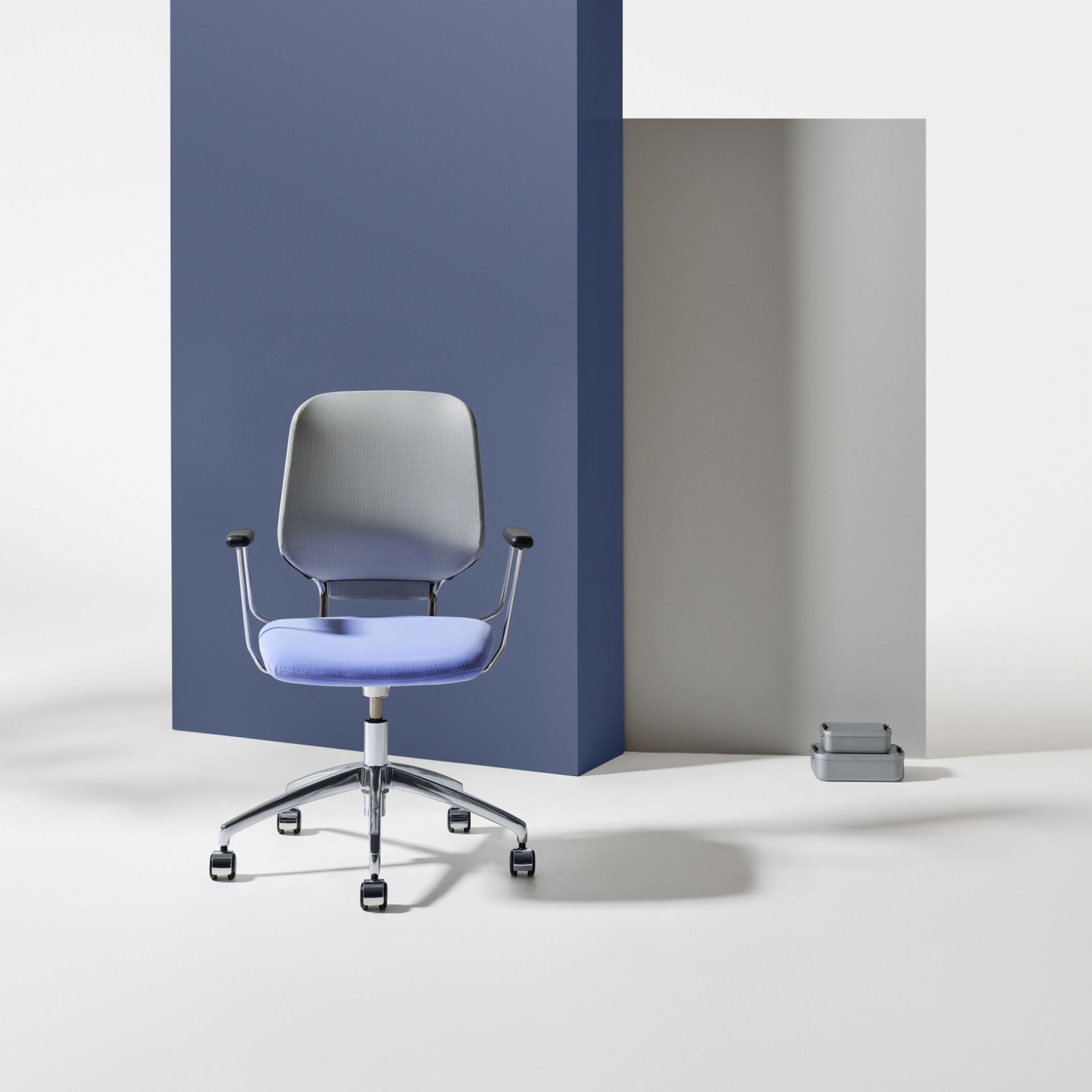 Savo Invite Invite meeting chair product image 3